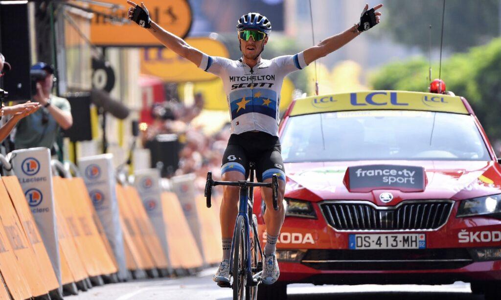 Luke Rowe y Tony Martin fueron descalificados después de un altercado en la etapa 17