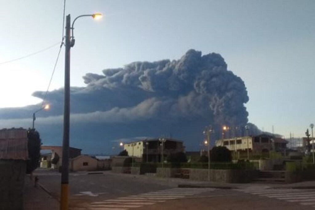 Declaran emergencia en 12 distritos por volcán Ubinas