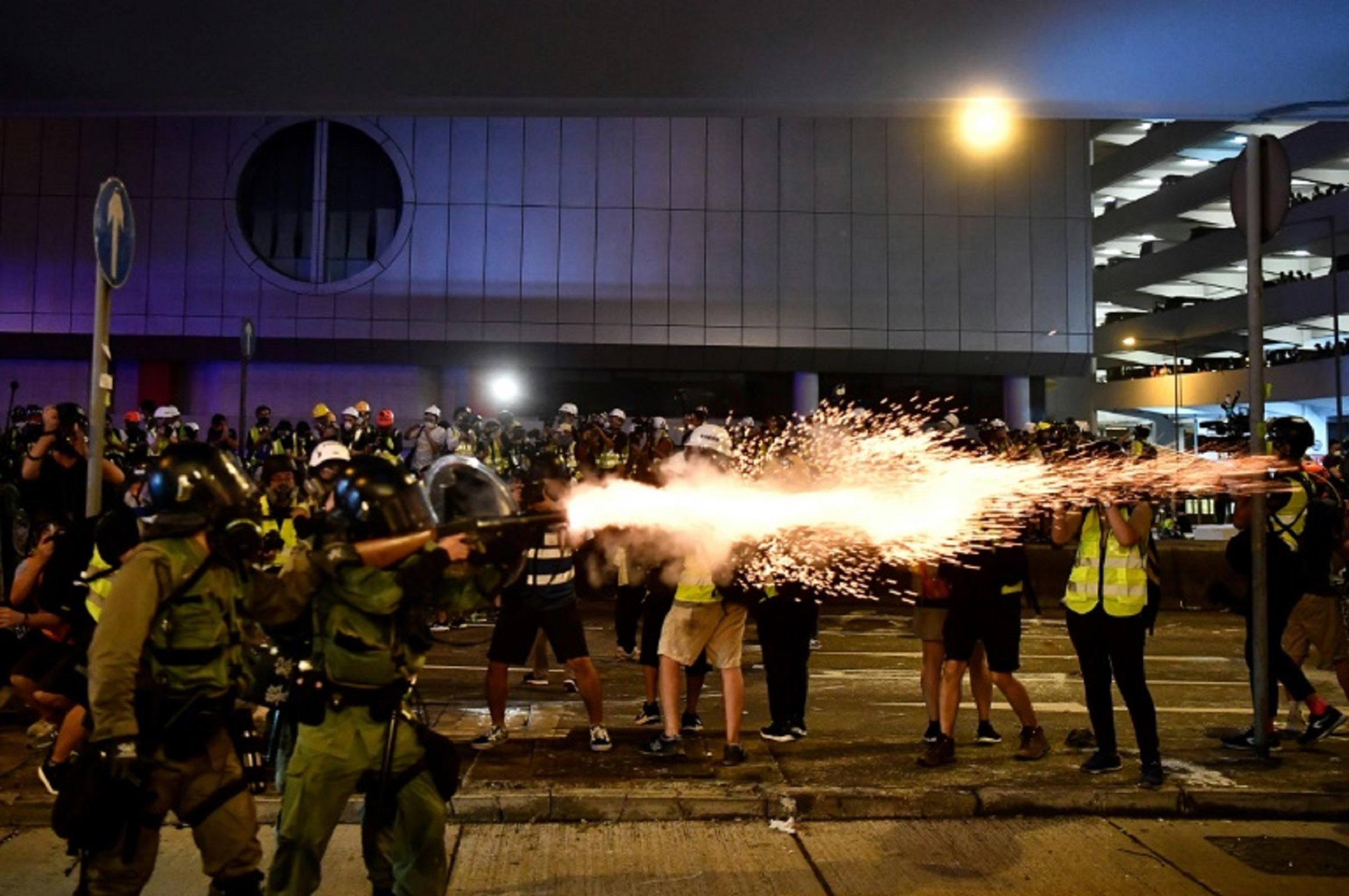 Se agravan agresiones contra manifestantes en Hong Kong