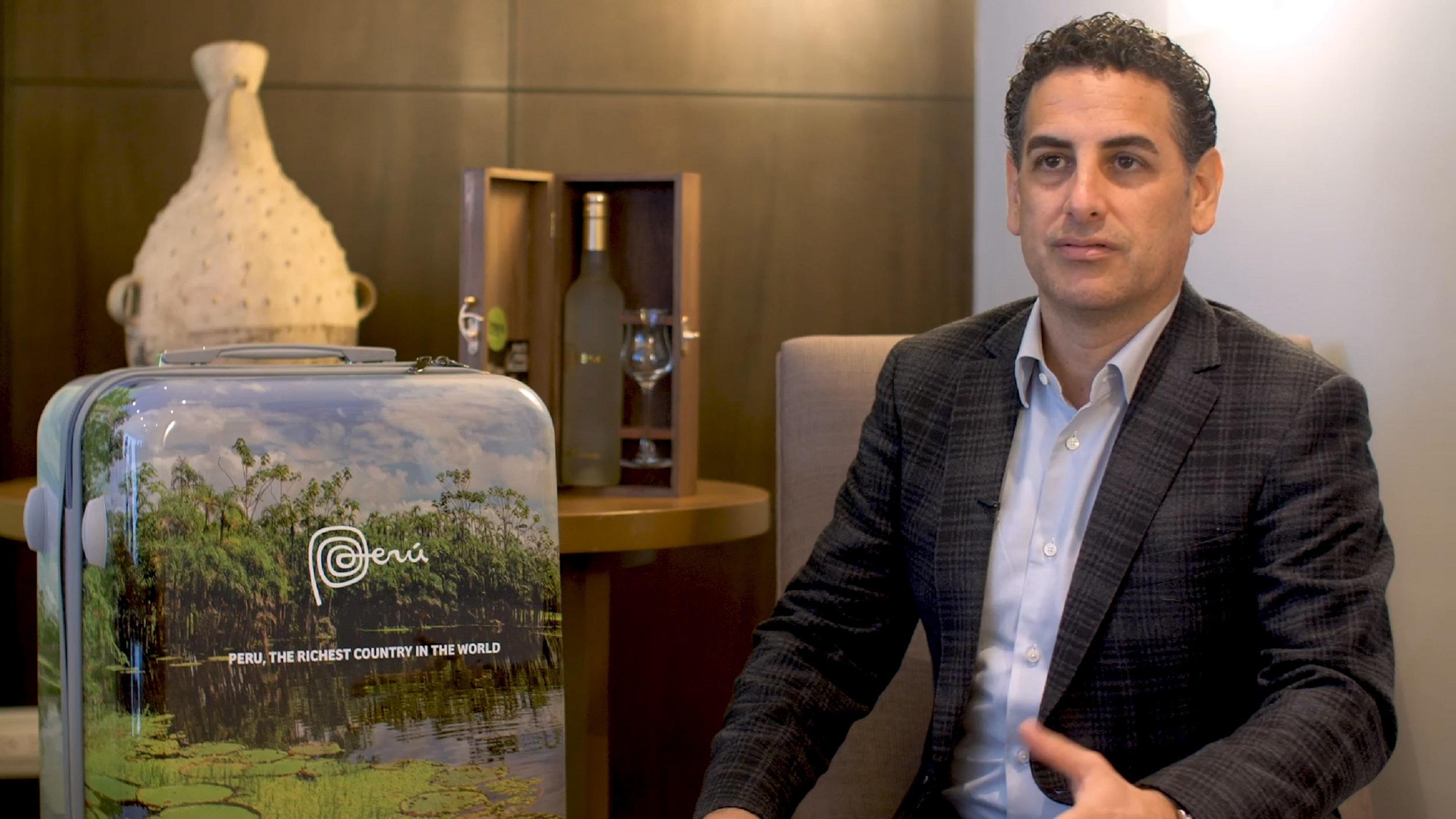"Juan Diego Florez se une a la campaña ""Mensaje en la maleta"""