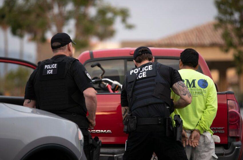 EE.UU. deporta a cientos de inmigrantes, pese a intervención de Joe Biden