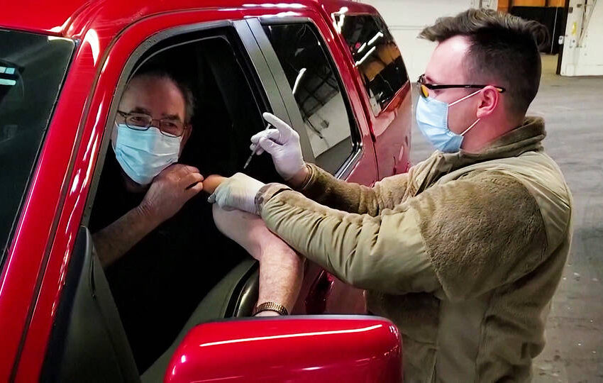 EE.UU. desplegará tropas para impulsar la vacunación contra la COVID-19