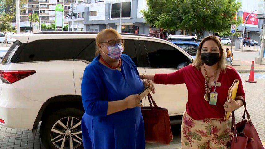 Fiscalía entrevista a Itzel Hewit por escándalo de las vacunas