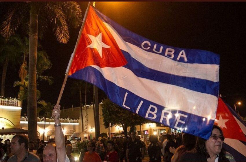 Miles de cubanos toman las calles contra el Gobierno