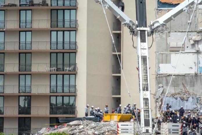 Dos muertos más en derrumbe de edificio, incluida la hija de 7 años de un bombero