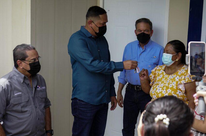 Presidente Cortizo Cohen entrega viviendas  en regiones de Veraguas
