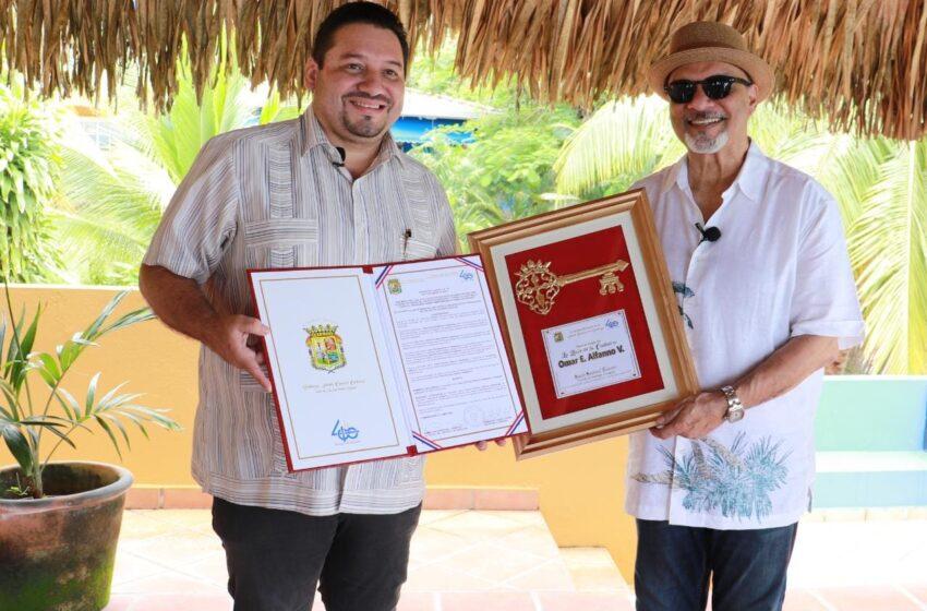 Alcaldía de Santiago otorga reconocimientos a personalidades destacadas