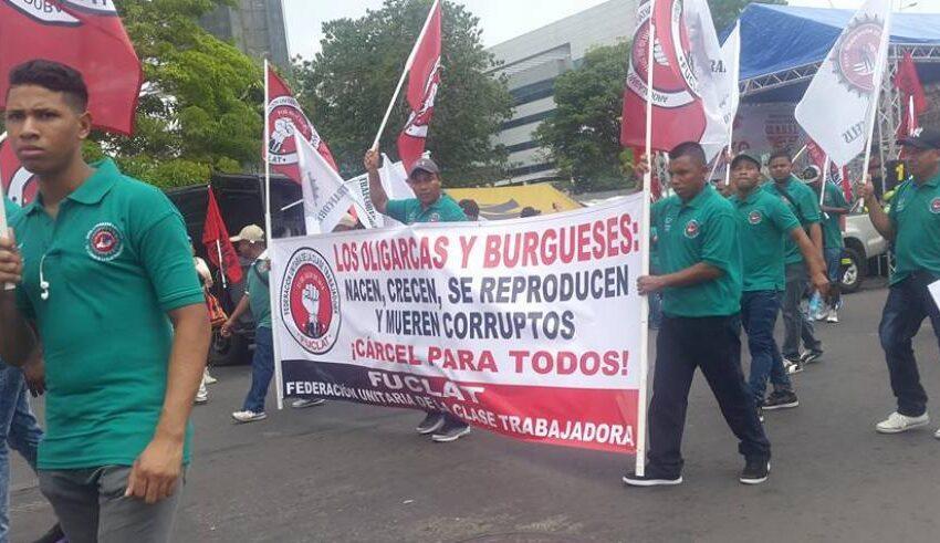 Trabajadores protestan por mesa de diálogo de la Caja del Seguro Social