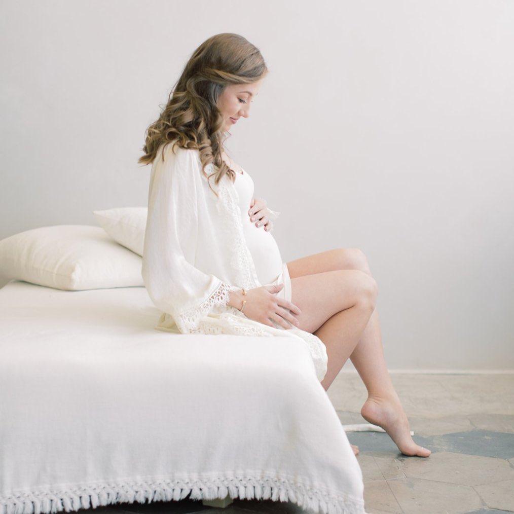 Glow By Natalia Barlow - Maternity Makeup Artistry