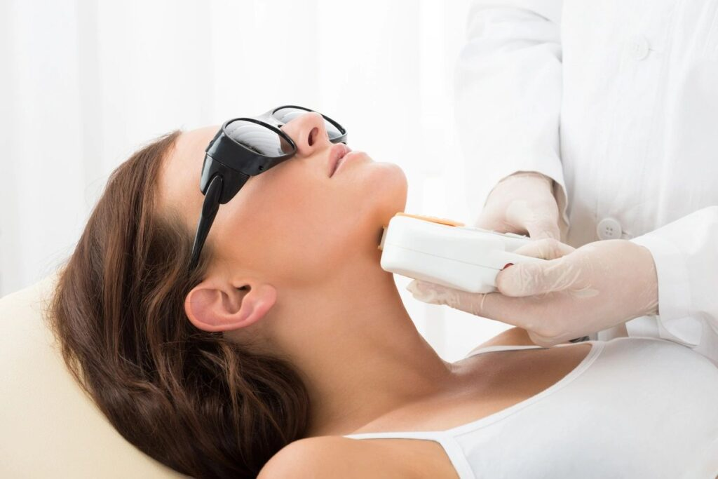 How to Prevent and Reduce Wrinkles on Your Neck?