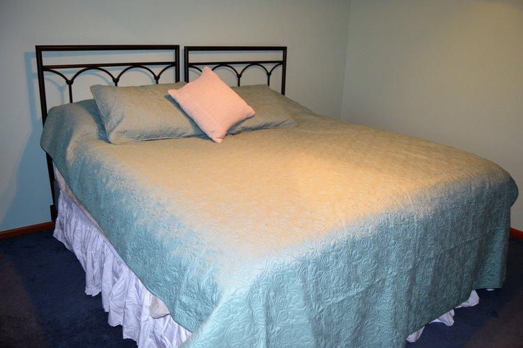 Sage king sized bed room, Valley Springs Farm, Reedsburg, WI