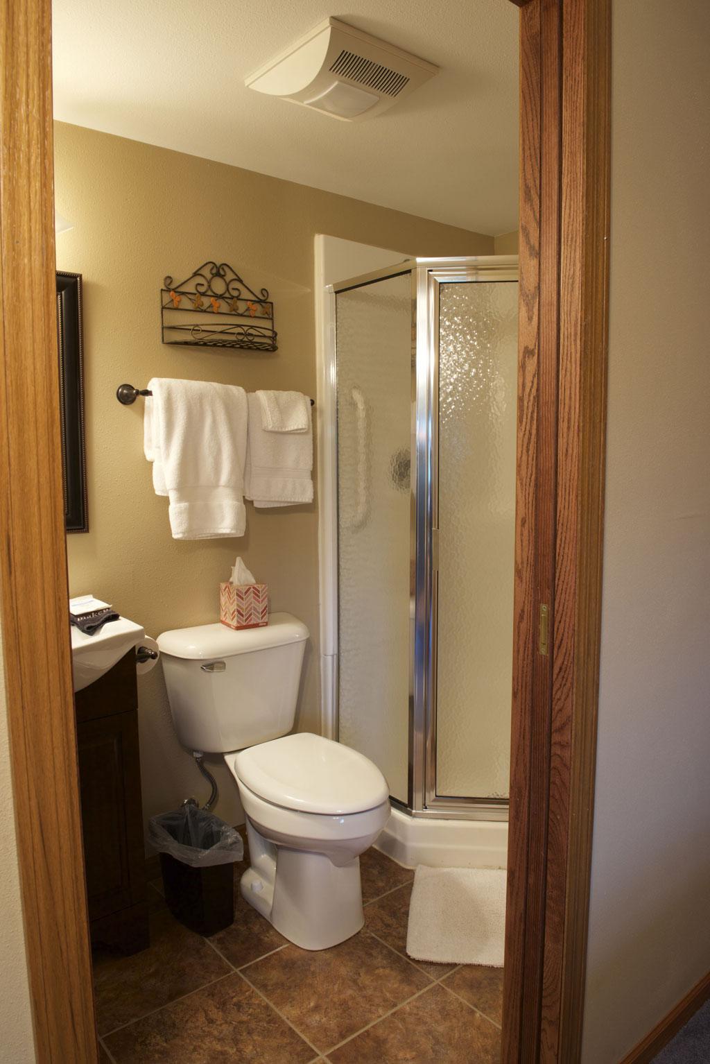 The poppy bathroom, Valley Springs Farm, Reedsburg, WI