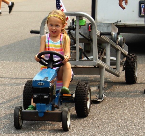 kid-tractor-pull