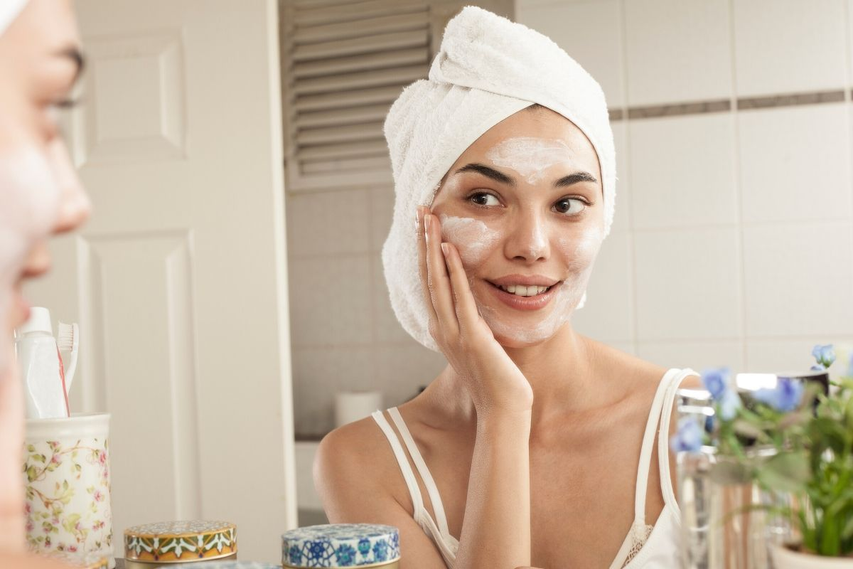 A woman doing her own skincare rituals to maintain a healthy glowing skin.