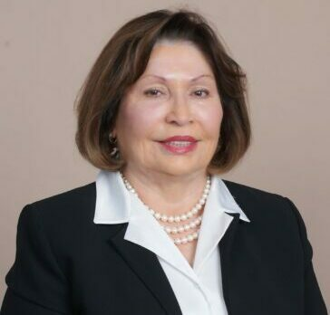 Dr. Carmen Santiago