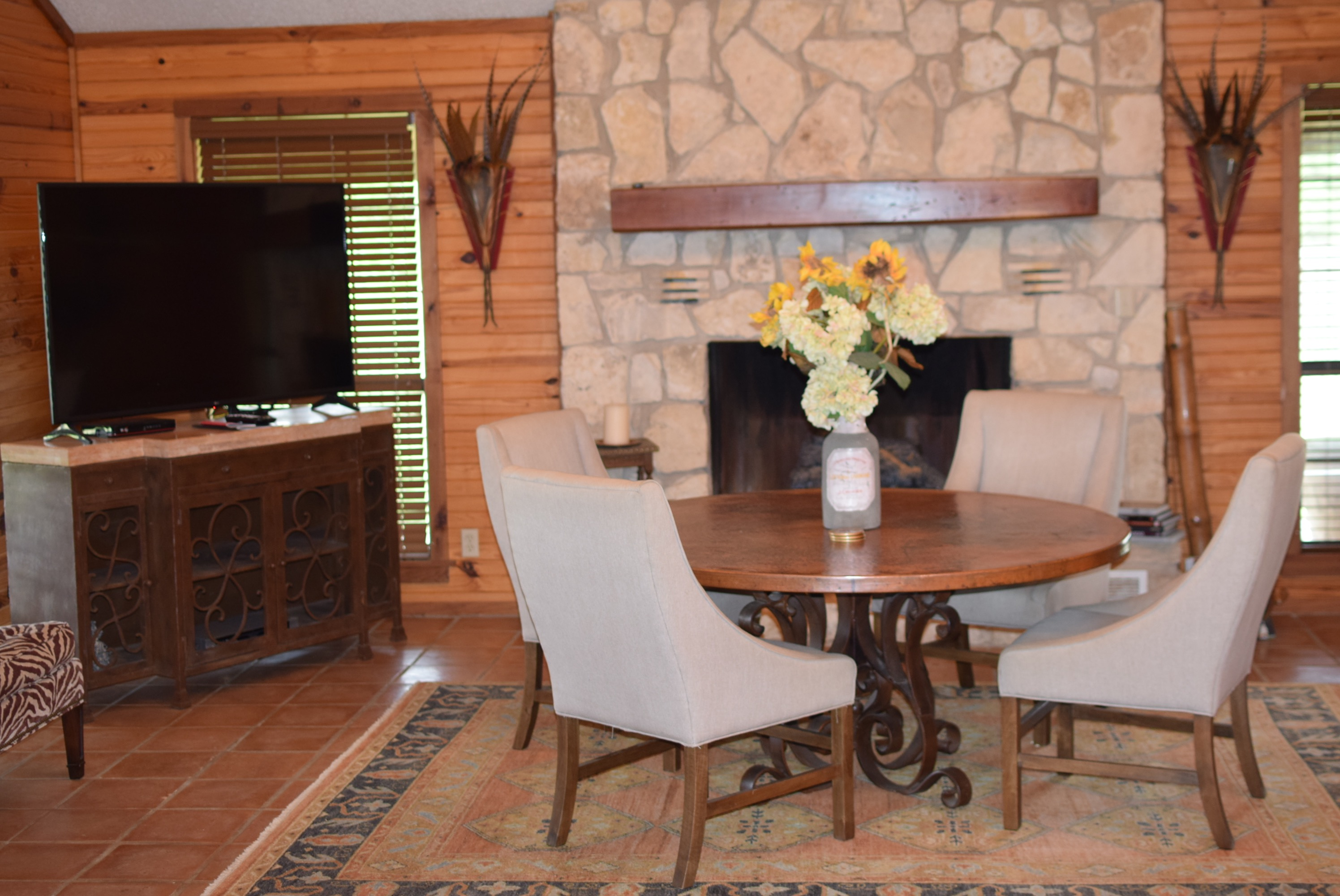 LLano Lodge dining room