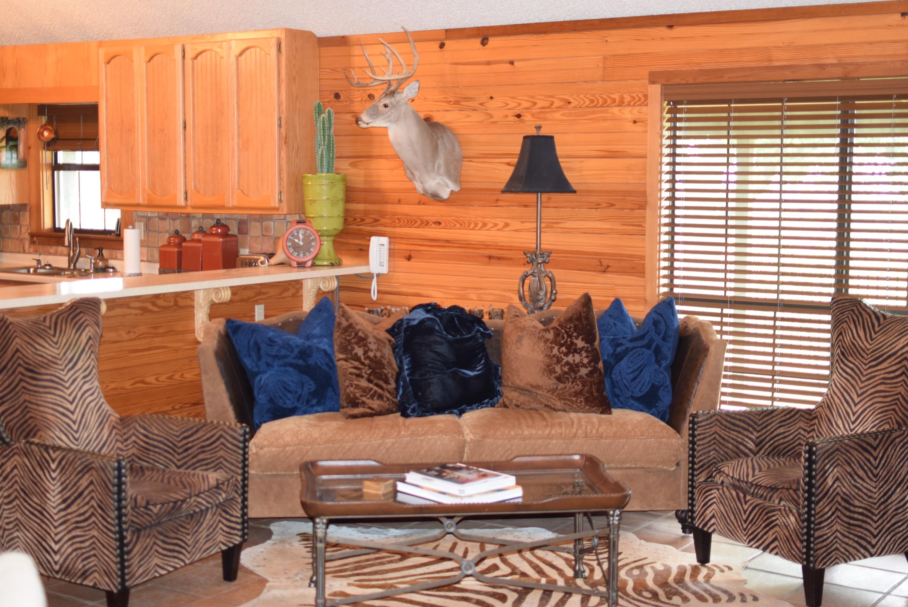 Lodge Living room