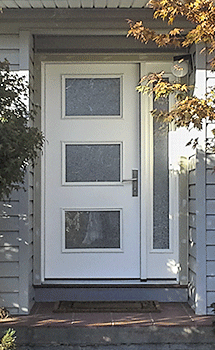 A Therma-Tru front entry door installed in this Oakland residence
