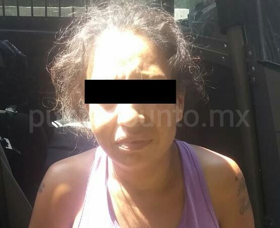 DETIENEN FUERZA CIVIL EN SANTIAGO A MUJER POR DISTRIBUIR DROGA.