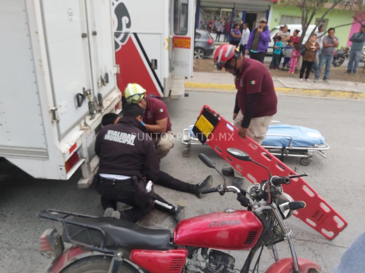 MOTOCICLISTA RESULTA LESIONADO AL CHOCAR CON UN VEHICULO EN AVENIDA DE MMORELOS.