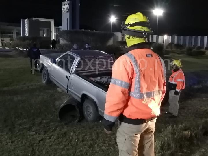 ACCIDENTE SALIDA DE CAMINO EN AVENIDA DE MONTEMORELOS, REPORTAN SOLO DAÑOS MATERIALES.