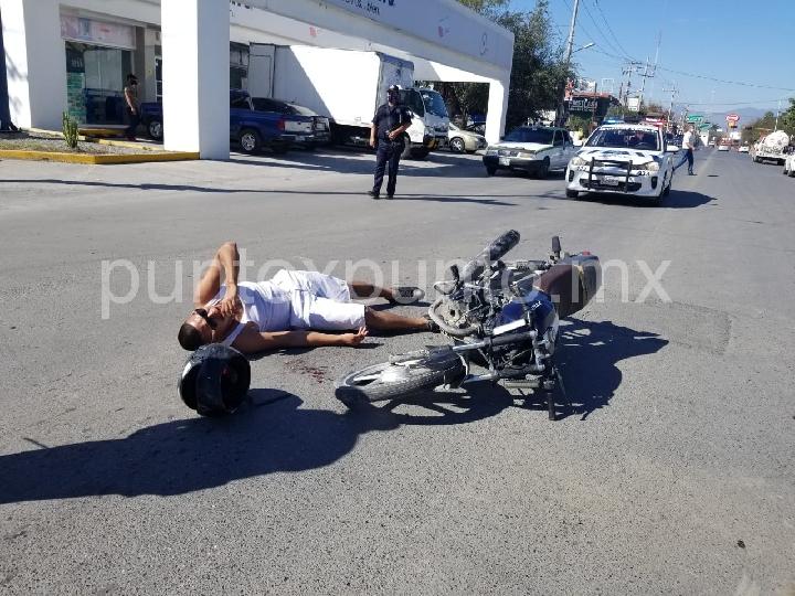 MOTOCICLISTA RESULTA LESIONADO TRAS CHOCAR CONTRA UNA CAMIONETA EN LINARES.