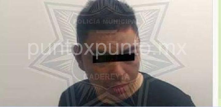 DETIENEN A UNA PAREJA POR GENERAR PERSECUCIÓN POLICIACA Y CHOCAR, LES ENCUENTRAN DROGA.