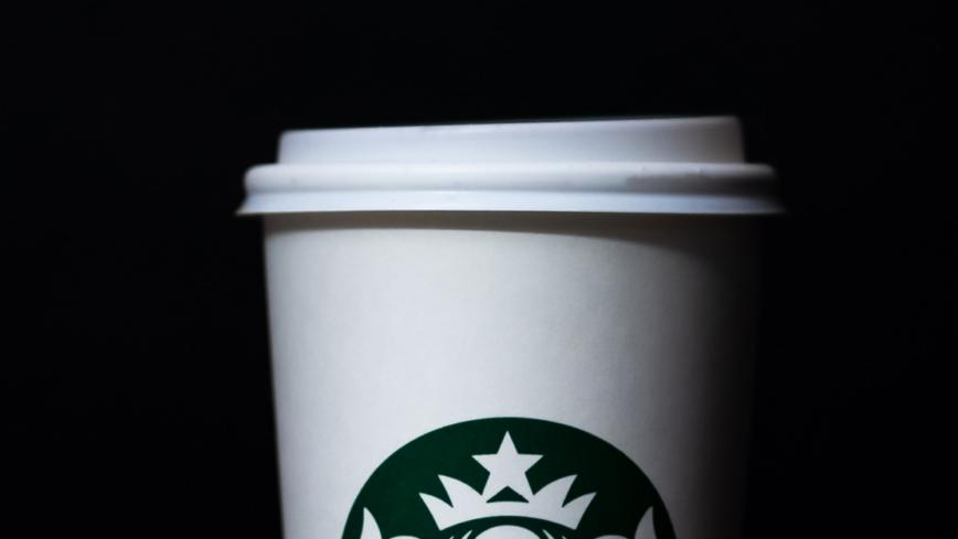 การโทรออกครั้งแรกของ iPhone โดย Steve Jobs คือการโทรหา Starbucks
