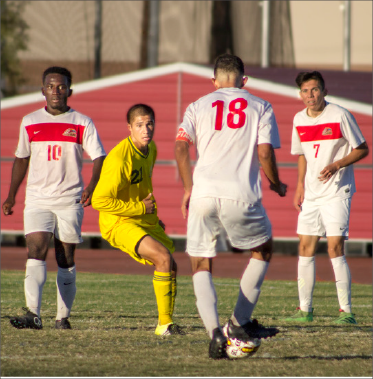 No. 18 Benjamin Delgado for Mesa searching for an opportunity to pass Yavapai's No.21 Isaac Arellano with the help of No.10 Glen Asare and No.7 Christian Robledo