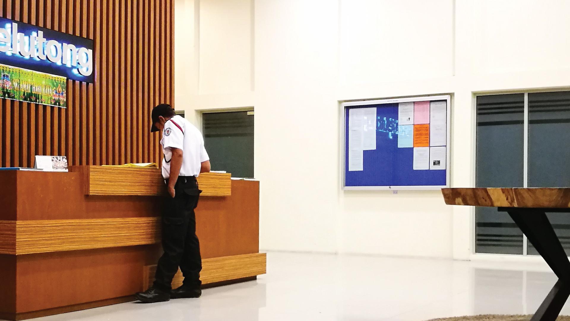 ars vs man guarding indoors reception desk 1 1920x1080 1