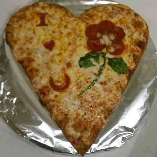 heart-shaped-pizza