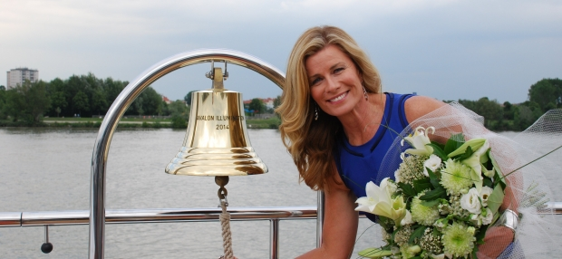 Deborah Hutton Rings the Avalon Illumination Bell