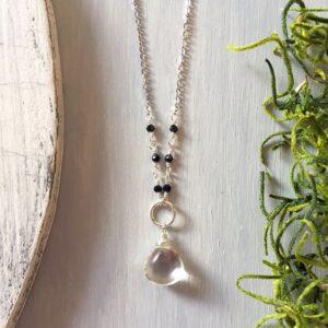 Collar Cuarzo Blanco y Turmalina Negra, Brioletta joyería artesanal con gemas