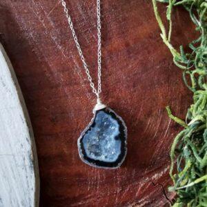 collar geoda azul