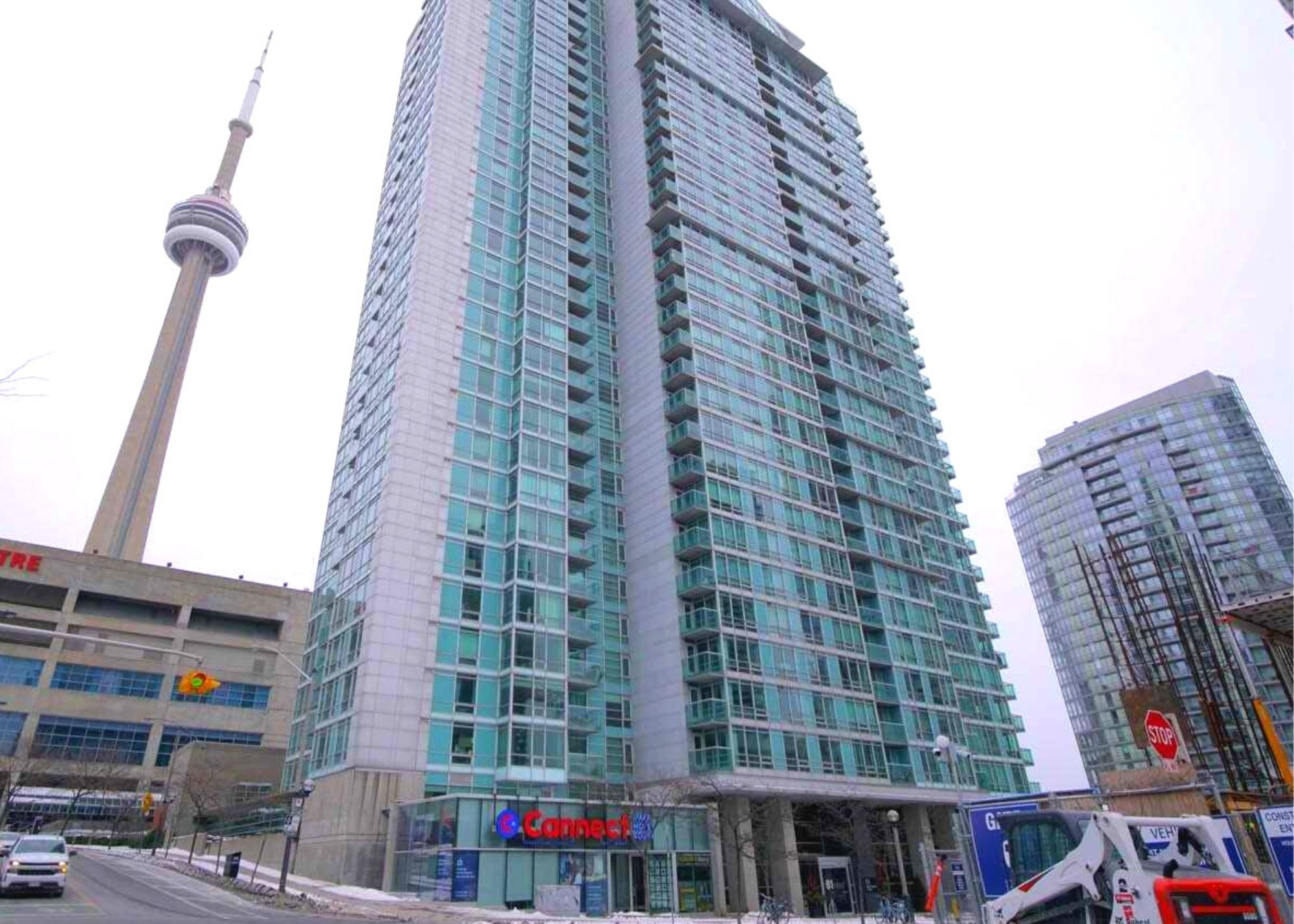Read more about the article 81 Navy Wharf Crt 2 Bedrooms + Den With Parking And Locker $825,000