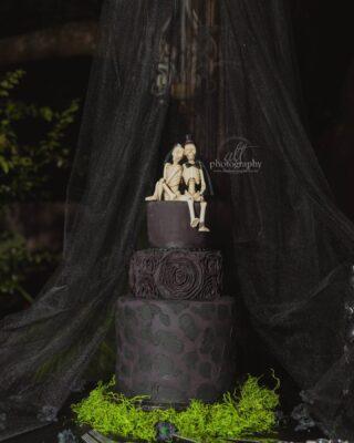 wedding cake magnificence  . . . . .  #blackweddingcake #skeletonweddingcake #paganwedding #gothwedding #gothicweddinginspo #blackweddingcake #blackweddingcakeinspo #centralfloridawedding #fallwedding #octoberweddinginspo #blackweddingdress #converse #converseweddingshoes #centralflorida #floridaweddingphotographer #floridaweddingphotographer #stpeteweddingphotographer ⠀⠀⠀⠀⠀⠀⠀⠀⠀ @marrymetampabay @southernbirdemagazine @fl.weddings @floridabridemagazine @ruffledblog @bridalguide @marrymetampabay @obbweddings @layersofluxe @honeysucklebrides @somethingblue.wed @aisle.trends