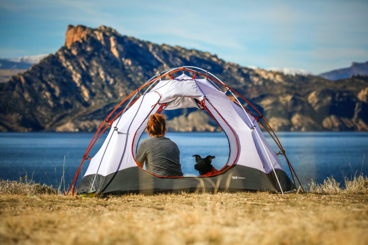 Girl aHow to plan an outdoor trip to Flaming Gorge Resevoir Utah