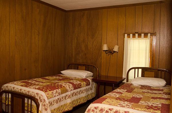 cabin-14-bedroom-4