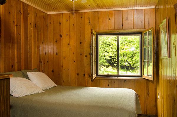cabin-17-bedroom