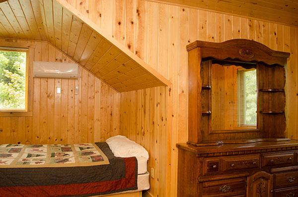 cabin-18-bedroom-3