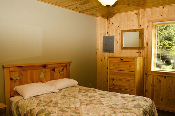 cabin-18-bedroom