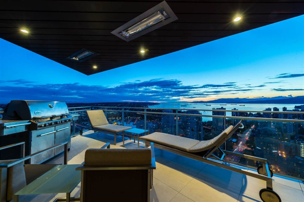 Magnificent Yaletown Apartment