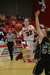 Freshman Jenna Hirsch attempts a layup over Green Bay Thursday night at Beeghly Center. Hirsch finished with a career-high 20 points in the Penguins' 66-57 victory. Photo by Dustin Livesay/The Jambar