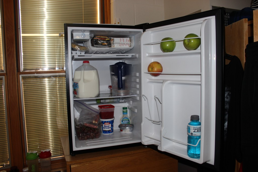 This fridge keeps its apples segregated based on the color of their skin.