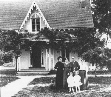 The Vecki family and two mothers-in-law about 1910