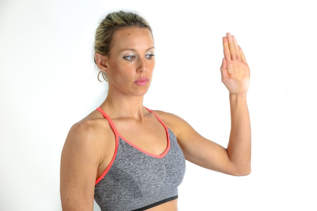 Tendon gliding exercise for carpal tunnel syndrome