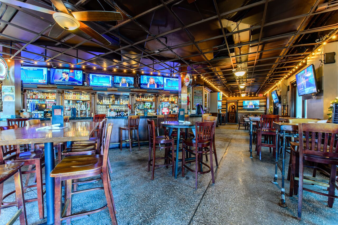 Teak Neighborhood Grill Orlando Interior Table Setting and Bar