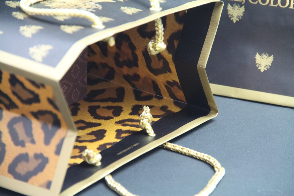 Custom paper bags with interior printing