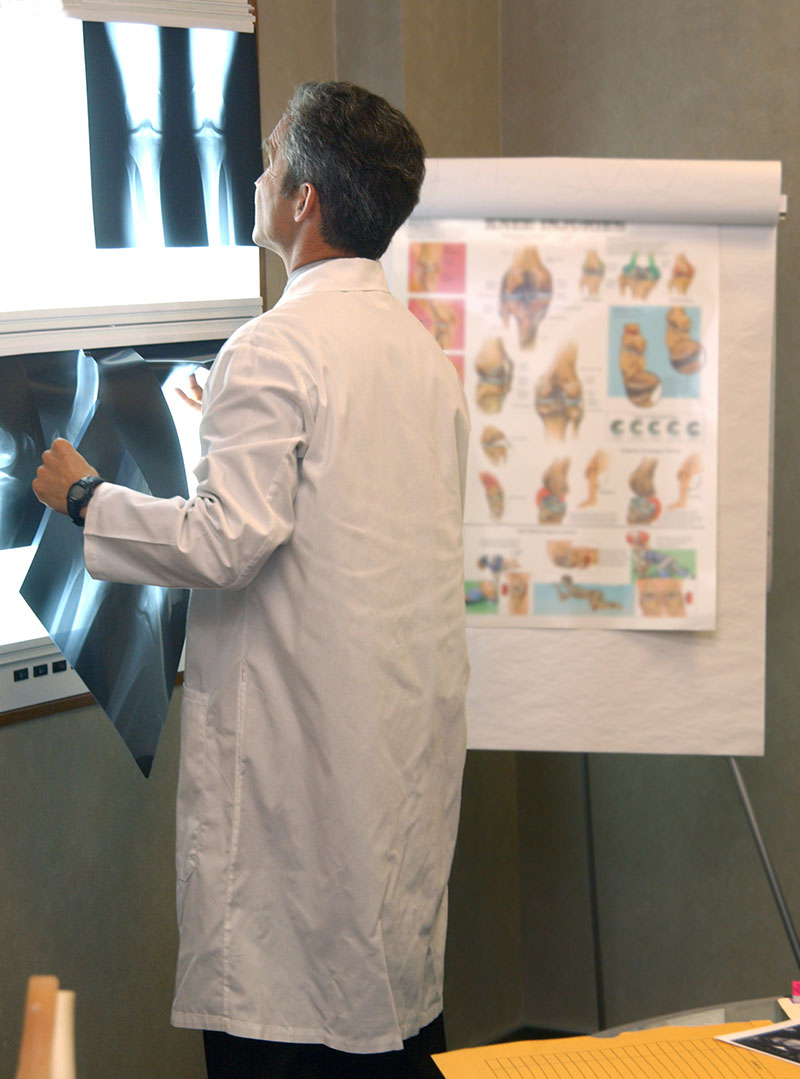 ascGPS process surgeon looking at x-ray
