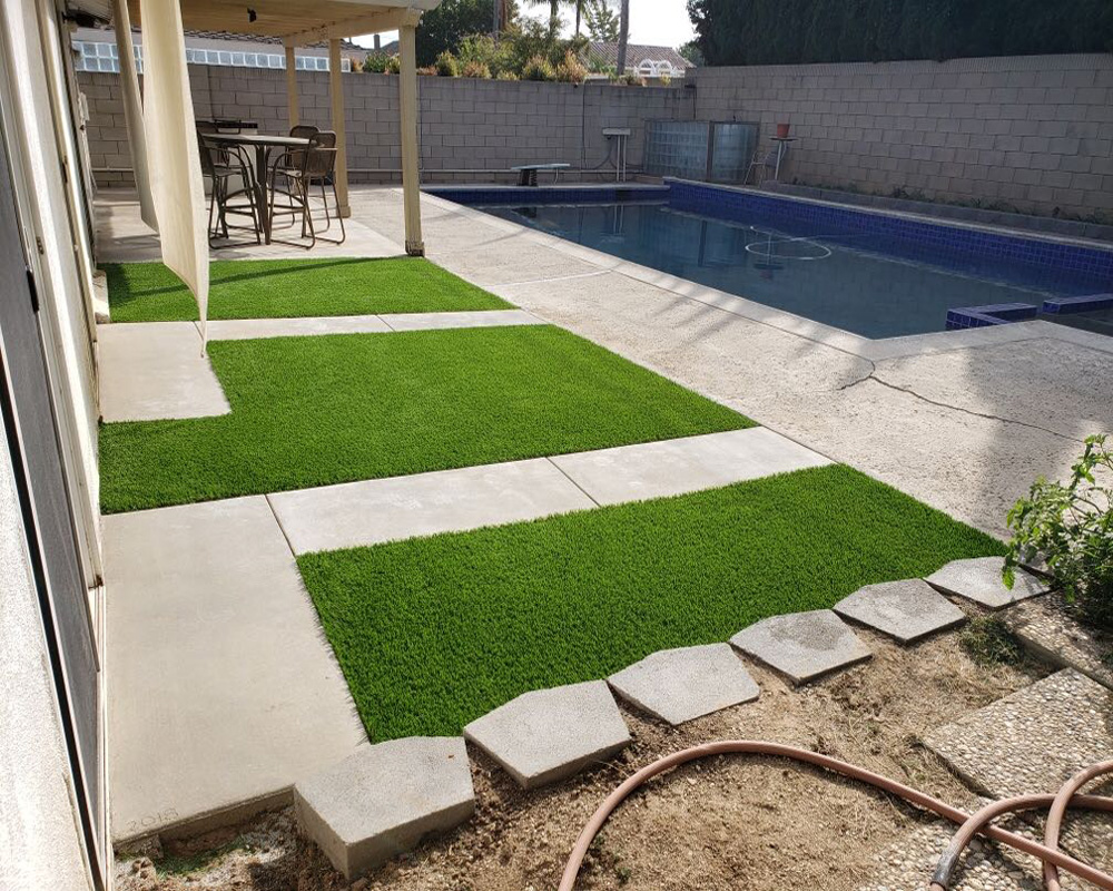 Pool with turf
